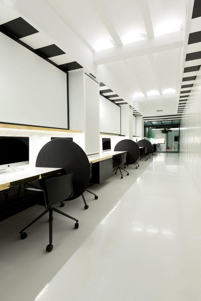 Mesas trabajo espacio coworking en Valencia tiovivo colaborativo