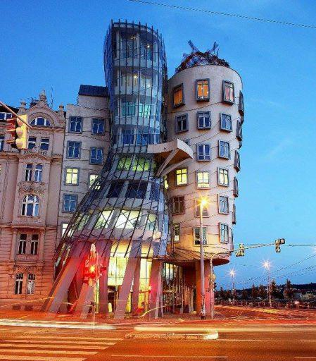 diseño-maximalista-arquitectura-edificio-frank-ghery