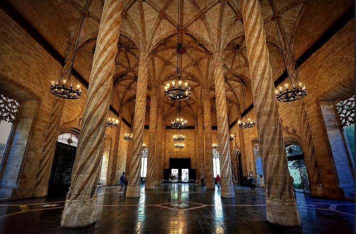 Interiorismo y mobiliario en Valencia lonja