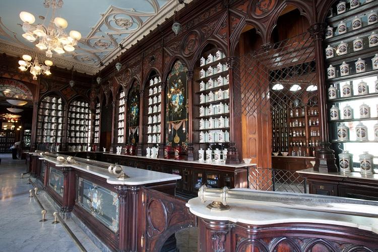 Interiorismo comercial diseño primera farmacia