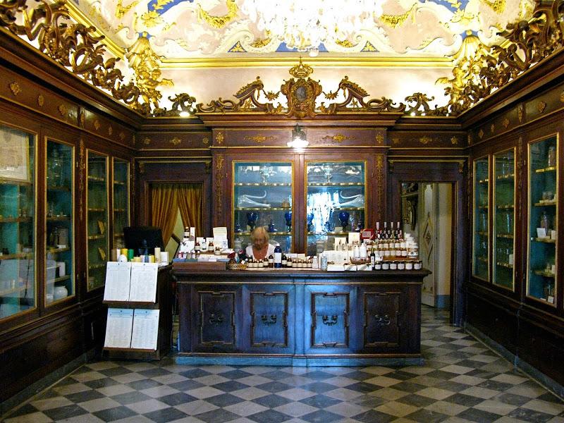 Interiorismo comercial primera farmacia
