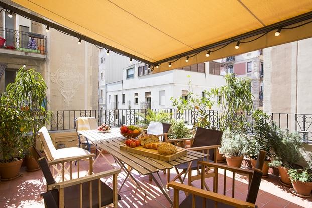 Diseño terrazas de viviendas con toldo