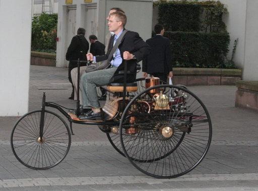 Evolución-diseño-Interiores-de-automóviles-primer-coche