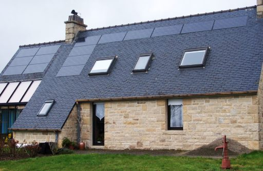 hogar con sistema autoconsumo solar fotovoltaico