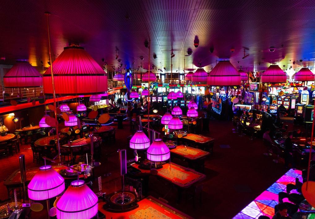interiorismo-iluminación-salón-de-juego