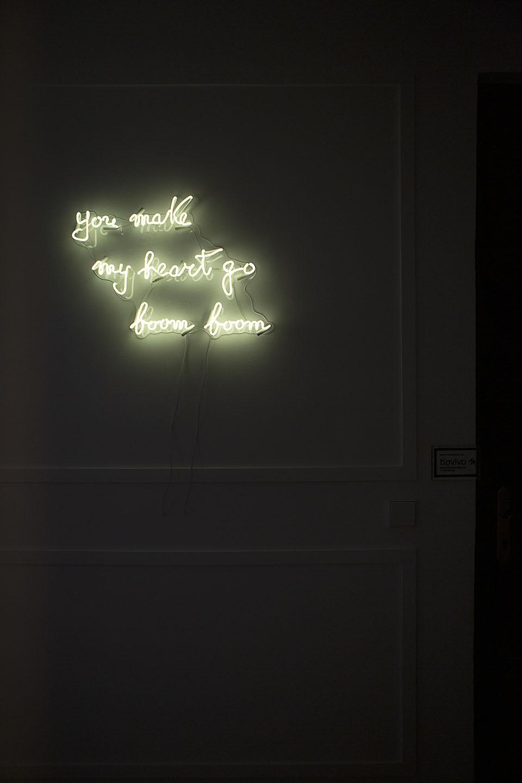 neon rótulo luminoso entrada gimnasio